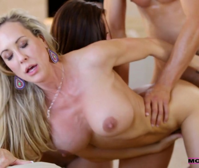 Active Mom Teaches Porn And Shows Her Daughter The Best Positions