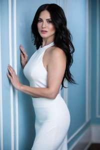 [18+] Sunny Leone, Sarah Vandella 2020 English 720p – 200MB