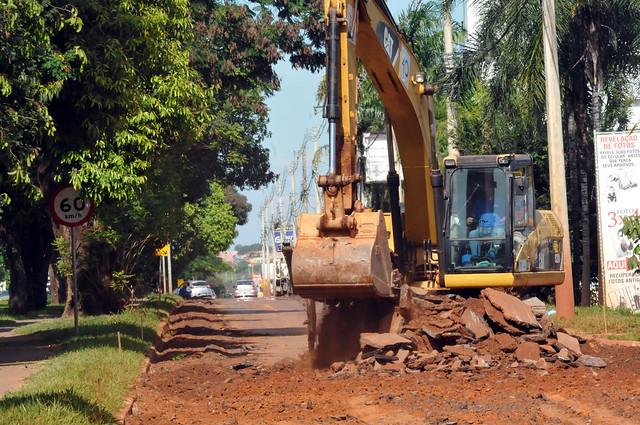 Obras de recuperação de asfalto são iniciadas na Avenida dos Pioneiros