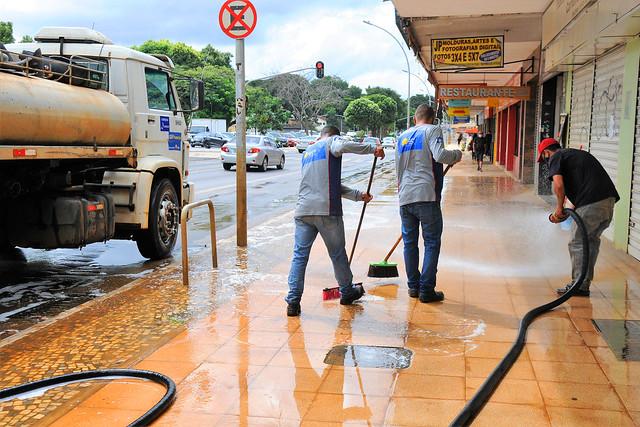 GDF Presente lava calçadas para reabertura de atividades na Asa Sul