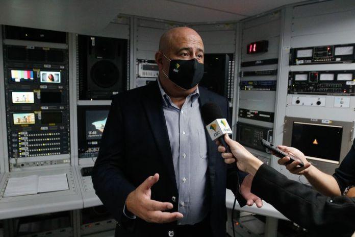 O diretor-presidente da Empresa Brasil de Comunicação (EBC), Glen Lopes Valente e comitiva, conhecem o novo transmissor da TV Brasil, no Sumaré.