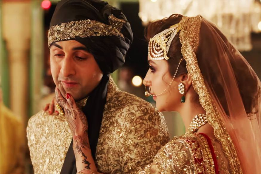 A picture of Anushka Sharma and Ranbir Kapoor in wedding clothes. Ranbir is crying and Anushka Sharma is consoling him