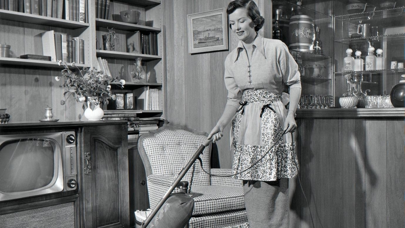A Housewives-Guide To Living The Best Life (Before She Births Her Man Some Children)