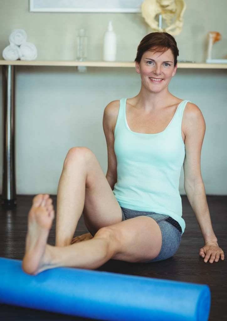 Learn the benefits and everything you need to know about foam rolling. #soremuscles #smr #selfmyofascialrelease #foamrolling