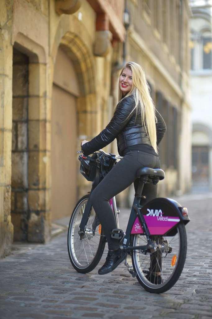 Ludivine a fait du vélo son mode de déplacement citadin privilégié.