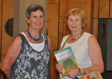 Annette Niesyto mit ZZ-Buch, Gb Karlsruhe, und Dorothea Hähnel, FPF