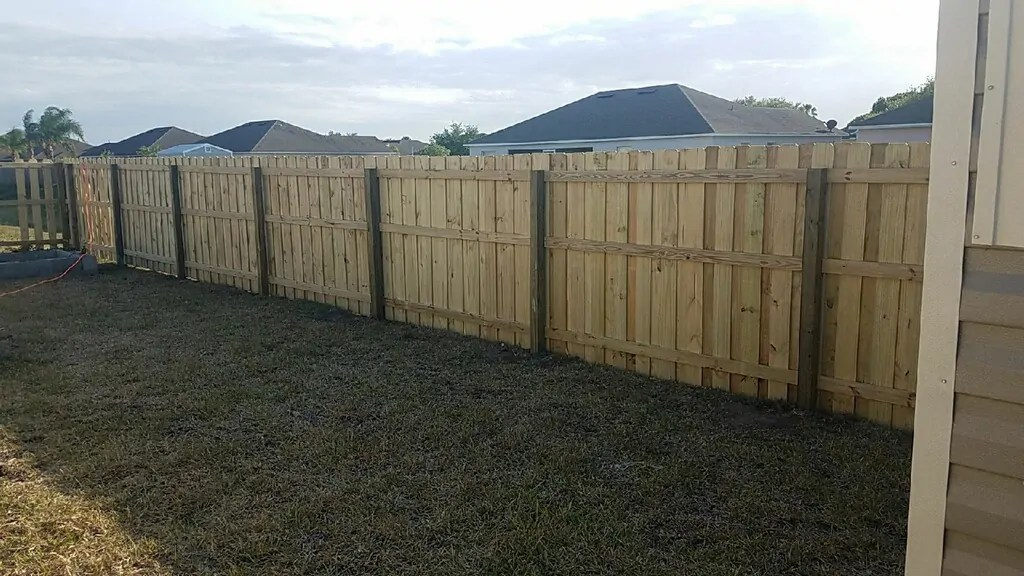 a nice new wood fence installation in El Paso Texas