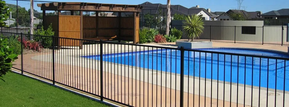 a nice new pool fence in El Paso Texas