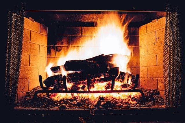 Chauffage au bois : vers une interdiction des foyers ouverts pour 2020 ?
