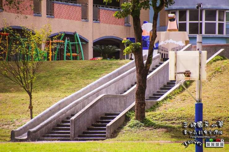 三峽國小【特色小學】|三峽三角湧百年公學校溜滑梯景點;一次可玩三座磨石子溜滑梯 @黃水晶的瘋台灣味