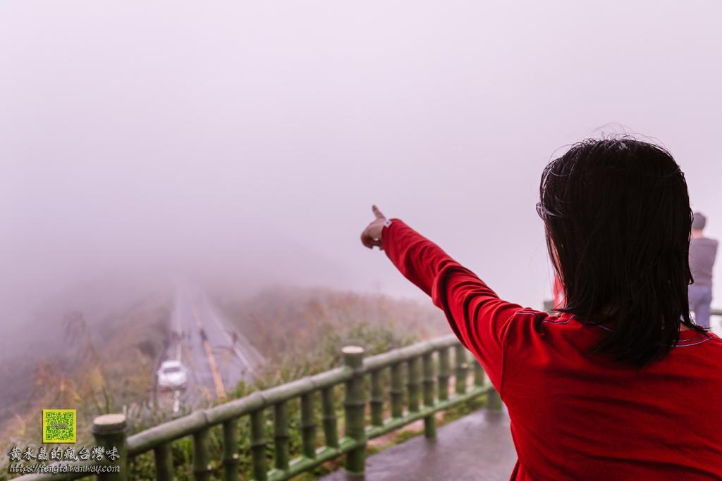 不厭亭寂寞公路【新北景點】|台灣36秘境之一&瑞芳小武嶺&汽車廣告最愛取景點&拍車軌銀河百萬夜景攝影點 @黃水晶的瘋台灣味