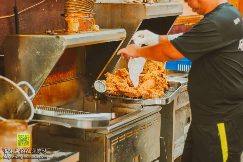 86碳烤雞排創始店【逢甲美食】|逢甲夜市必吃高人氣碳烤雞排 @黃水晶的瘋台灣味