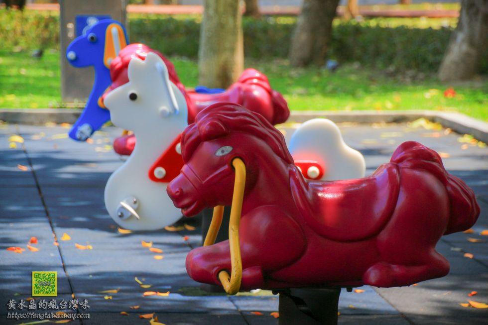溫州公園恐龍溜滑梯【桃園景點】|桃園親子溜滑梯景點;市區中的小型侏儸紀兒童特色公園 @黃水晶的瘋台灣味