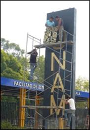 Detalle final de la remodelación del estacionamiento poniente de la FESI: colocar el escudo de la UNAM. 09 de noviembre de 2011.