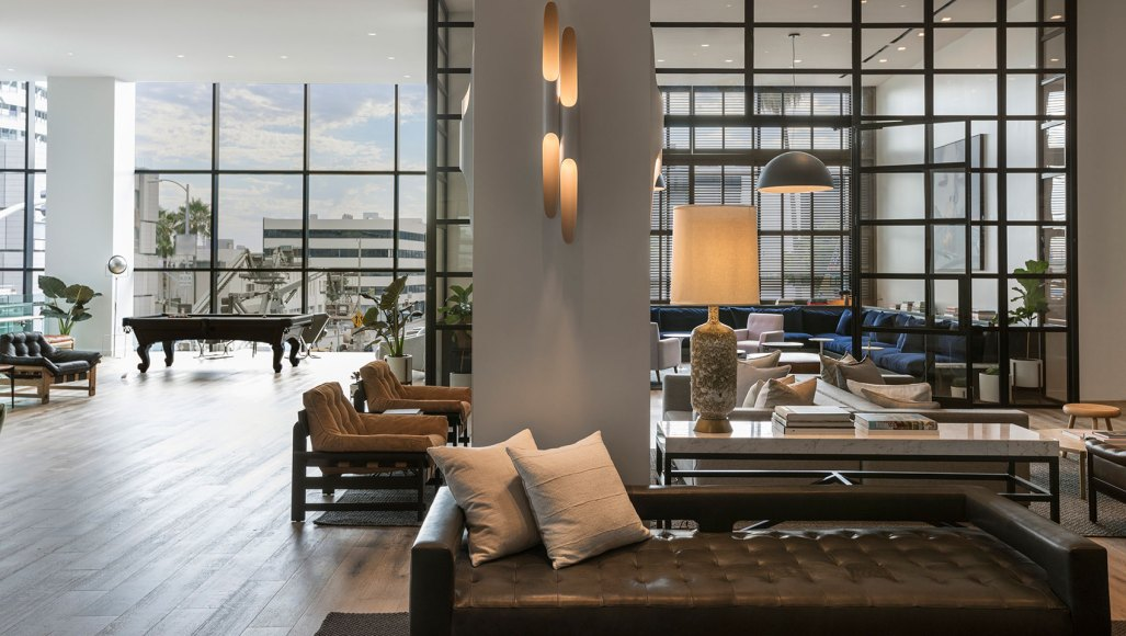 lobby-lounge-everly-window-view-of-hollywood-9796c1e1