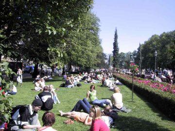 helsinki park summer esplanadi