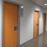 Puertas fenólicas en Mallorca – PUERTAS TELESCÓPICAS HPL