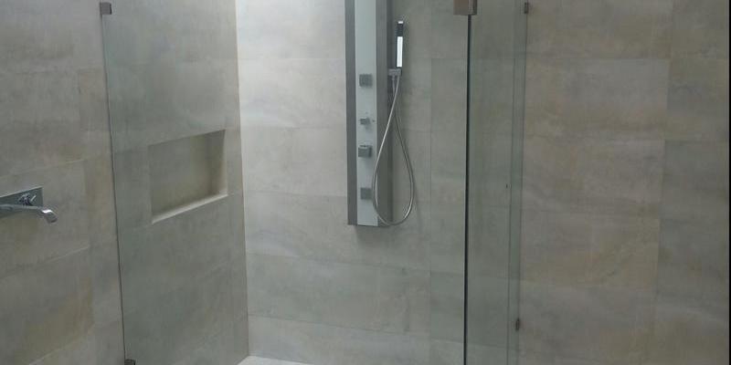 Cancel de baño con cristal templado con herrajes
