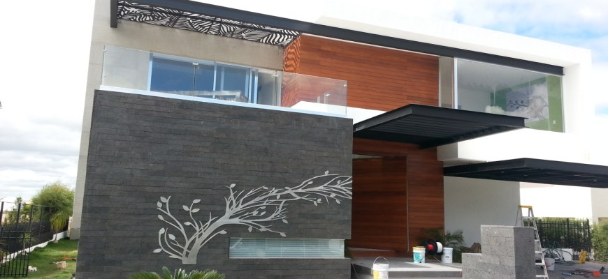 Fachada con ventanas según diseño.