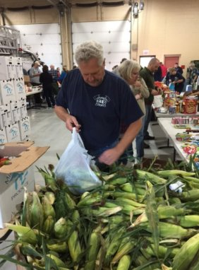food_give_away_2016_fenton_firefighter1