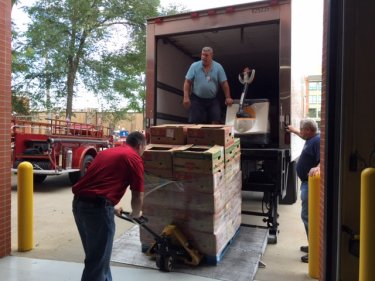 food_give_away_2016_fenton_firefighter10