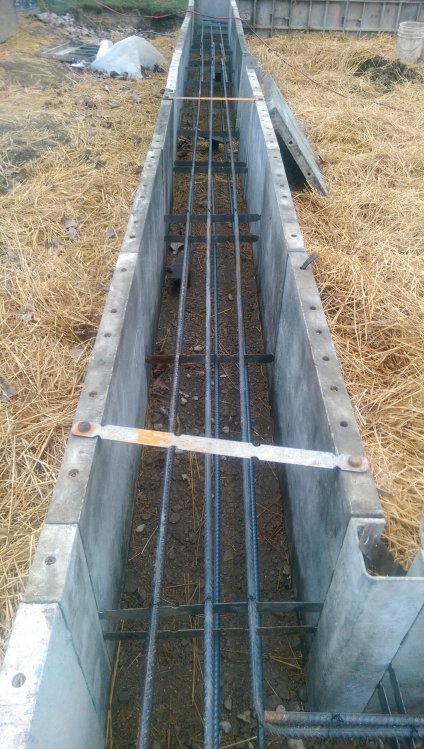 Grade_Beam_footing_construction_with_straw2