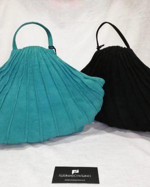 Borsa Patermo a conchiglia in Pelle di capretto scamosciato o nappa, colori verde acqua o nera, alta qualità artigianale