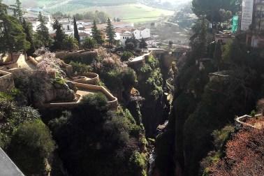 Jardines de Cuenca văzute de pe Puente Nuevo
