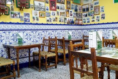 Interiorul unui restaurant tradițional în Sevilla