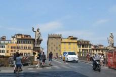 Statuile de la capătul podului Santa Trinita