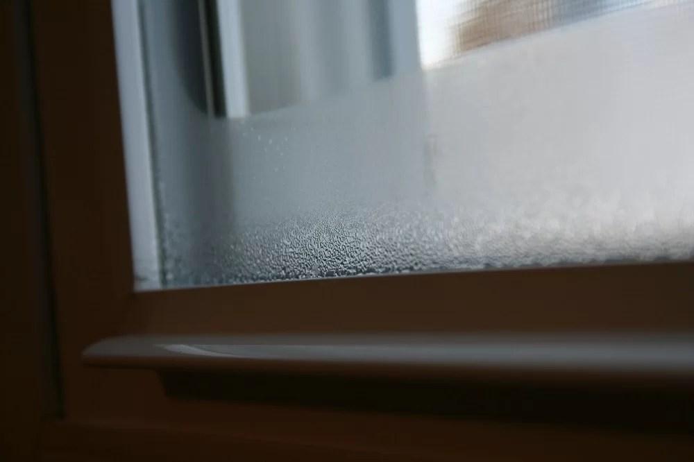 Condensul pe ferestre in interior
