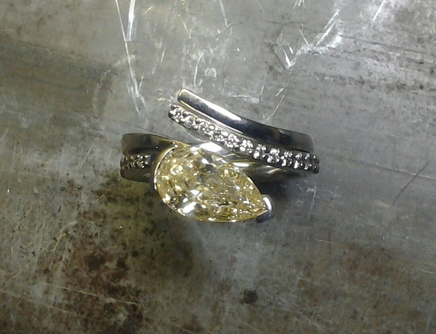 pale yellow teardrop diamond and unique open-style band with matching wedding band