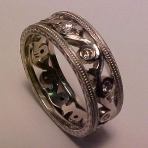 custom engraved swirl pattern wedding ring