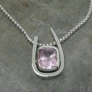 19k light blue sapphire floating pendant