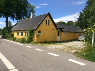 Idyllisk hus ved Stevns Klint