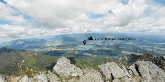 Blick vom Mittagskogel-Gipfel auf den Faaker See.