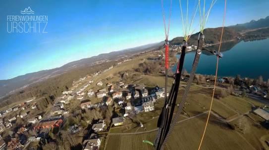 Paragleiten: Hike & Fly Tour Mittagskogel, Faaker See Flug - Landung in Drobollach / Blick auf Kapelle und Ferienwohnungen Urschitz.