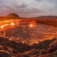 """Dron capta impactantes imágenes del cráter conocido como """"La puerta del infierno"""""""