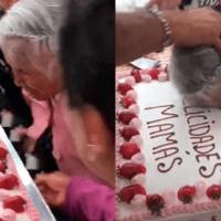 Empujan a abuelita al morder su pastel del Día de las Madres