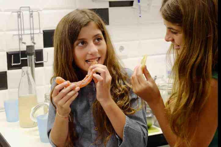 helado-PLOM-dos-niñas-probando