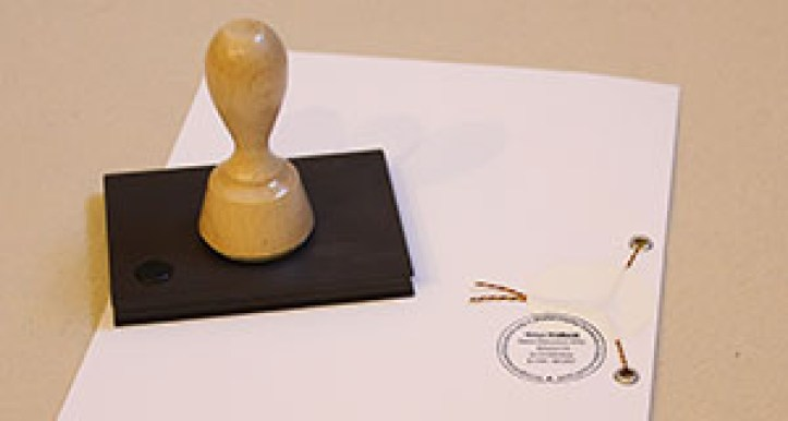 Stempel-mit-Urkunde
