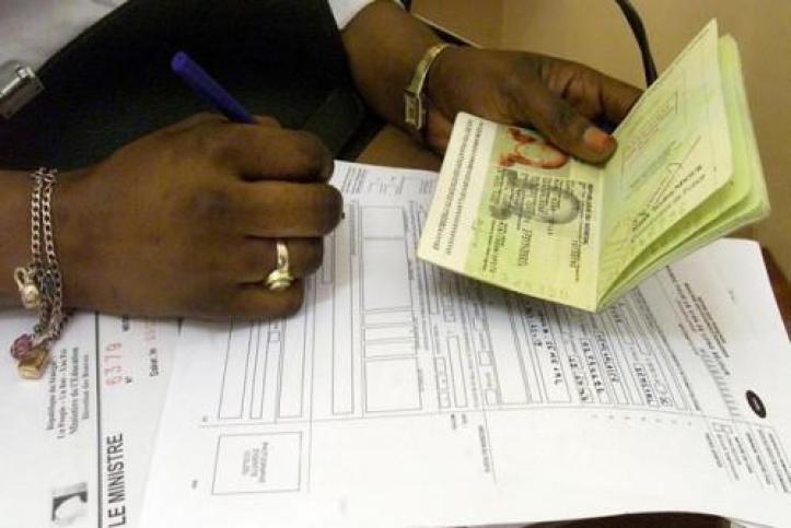 2901-12065-des-milliers-de-passeports-voles-a-l-ambassade-du-cameroun-a-paris_L