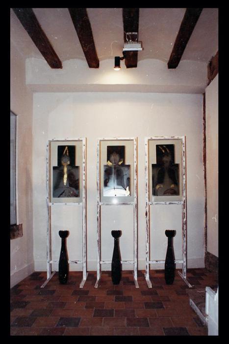 ZOOMBIS 1991, mixta sobre radiografias, cristal, hierro y bombas, 40 x 40 x 200 cms. (galeria Carles Poy, Barcelona)