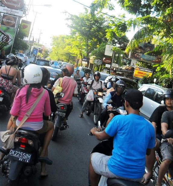 Urlaub auf Bali: Verkehr in der Region Kuta