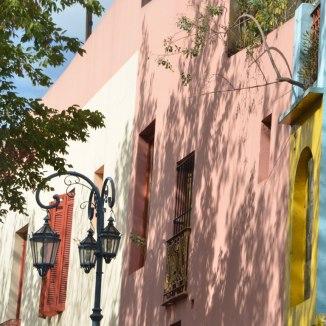 Buenos Aires Sehenswürdigkeiten: Überall bunte Häuser in La Boca