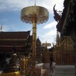 Ein Zeremonieschirm im Tempel