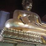 Eine der größten Buddha Statuen von Thailand im Viharn Phra Mongkol Bopitah