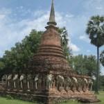 Wat Chang Lom liegt nahe des Parkzentrums außerhalb der Mauern