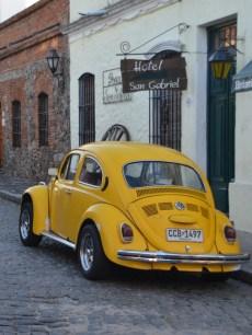 Oldtimer wie dieser VW Kaefer sind nicht nur in Colonia sondern in ganz Uruguay geliebt