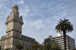 Das Wahrzeichen von Montevideo ist das Palacio Estevez auf der Plaza Independecia